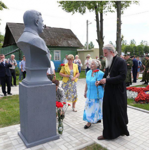 Sergianism Alive and Well: MP Priest Lays Flowers at New Stalin Museum-Shrine